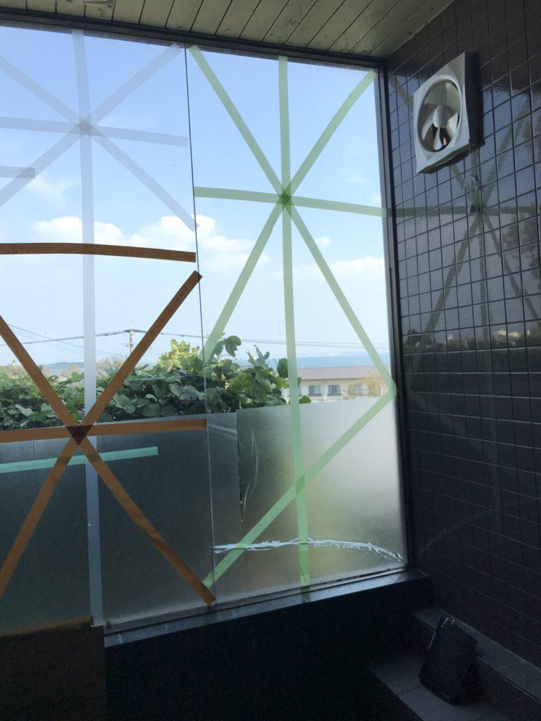 新宮町のガラス交換(浴室大板ガラス)
