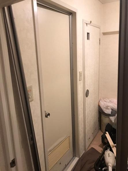 既存の浴室ドア写真